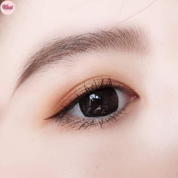 Lens màu đen
